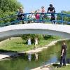 На мосту с детьми - Брат и Сестра. Две семьи. Два парка - Волошины.РФ
