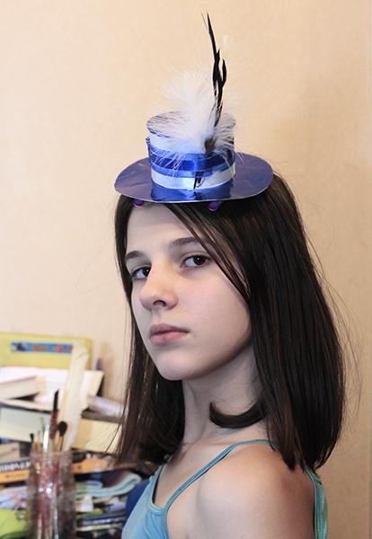 Полинка в синей шляпке - Мини-шляпки - Волошины.РФ